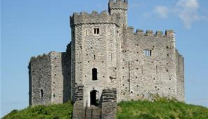 cardiff_castle_42310_690x439